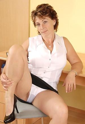 Moms Panties Porn Pictures